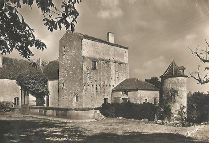 Chateau de Tombebouc Allez-et-Cazeneuve