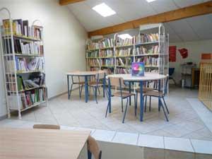 espace adulte : fiction, romans, nouvelles,  contes,  bandes dessinées, CD,  polars, livres en gros caractères...